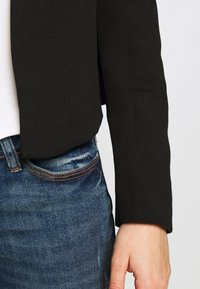 Vero Moda - VMJANEY SHORT - Blazer - black - 5