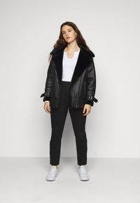 Missguided Plus - WRATH HIGH WAISTED - Jeans straight leg - black - 1