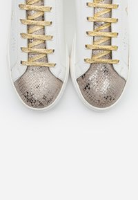 Kaporal - LULLABY - Zapatillas - blanc/or - 5