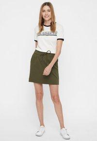 Vero Moda - VMEVA SHORT SKIRT NOOS - A-line skirt - ivy green - 1