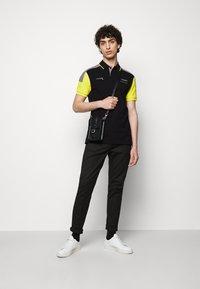 Hackett Aston Martin Racing - BLOCK PANEL - Polo - black/grey - 1