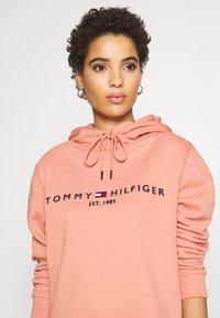 Tommy Hilfiger - HOODIE - Sweat à capuche - clay pink - 4