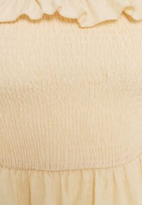 Missguided Petite - FRILL DETAIL SHIRRED  - Long sleeved top - cream - 2
