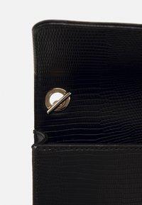 Valentino by Mario Valentino - PICCADILLY - Across body bag - nero - 4