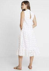 Topshop - SMOCK - Denní šaty - white - 2
