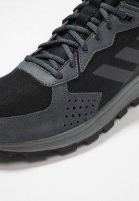 adidas Performance - RESPONSE TRAIL - Løbesko trail - core black/grey six - 5