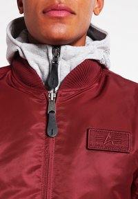 Alpha Industries - Kurtka Bomber - burgundy - 4