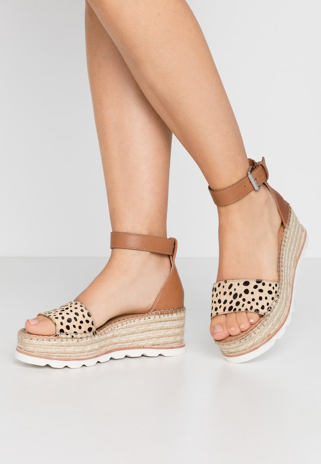 LARITA - Espadrillas - brown