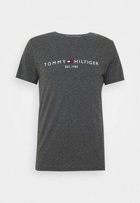 Tommy Hilfiger - LOGO TEE - Printtipaita - grey - 4