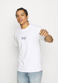 HUF - MOROCCAN CLASSIC TEE - Print T-shirt - white - 0