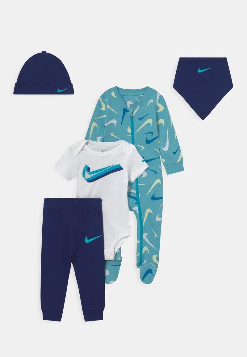 Nike Sportswear - SWOOSHFETTI PARADE SET UNISEX - Print T-shirt - blue void