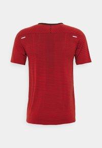 Nike Performance - TECH ULTRA LAUFSHIRT HERREN - T-shirts print - chile red - 6