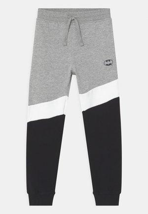 BATMAN - Pantalones deportivos - lavender aura