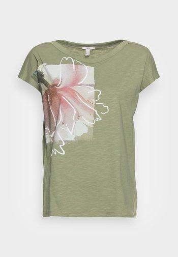 BOAT NECK - Print T-shirt - light khaki