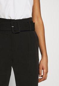 NA-KD - BELTED SUIT PANTS - Pantalon classique - black - 4