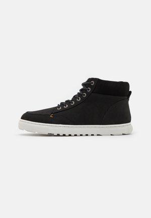 GLASGOW MERLINS - Höga sneakers - black/off white