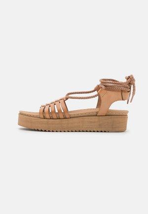 BILY - Sandály na platformě - nude