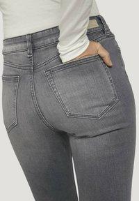 TOM TAILOR DENIM - JANNA - Jeans Skinny Fit - used mid stone grey denim - 4