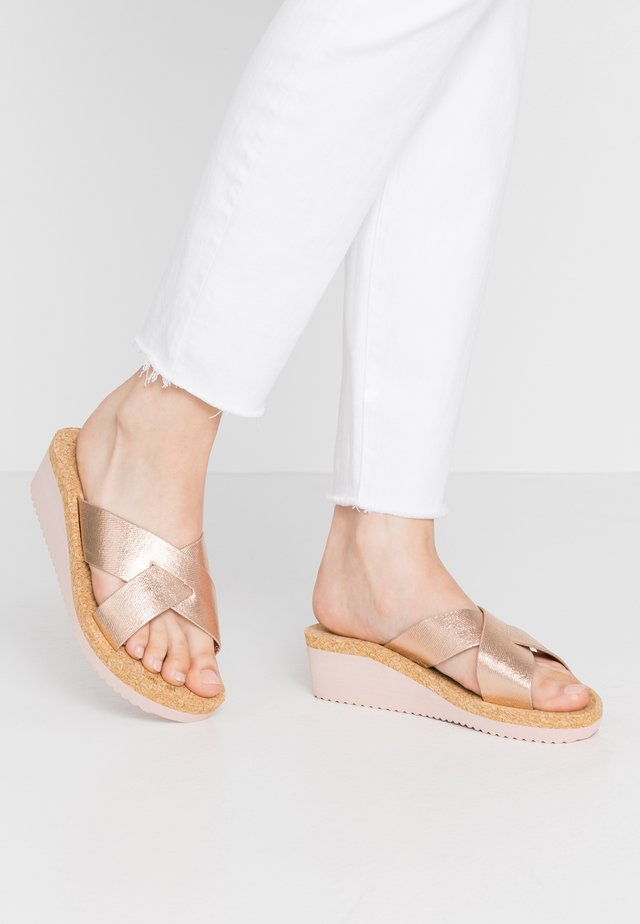 LOW WEDGE  - Mules - rosegold