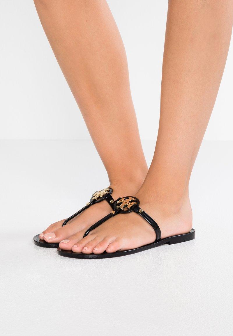 Tory Burch - MINI MILLER FLAT THONG - Pool shoes - perfect black