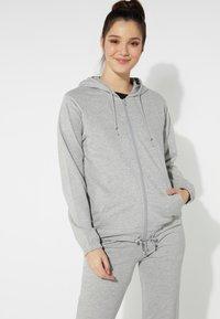 Tezenis - MIT REISSVERSCHLUSS UND TUNNELZUG - Zip-up hoodie - grigio melange chiar - 0