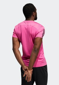adidas Performance - AERO3S PB TRAINING WORKOUT DESIGNED4TRAINING AEROREADY PRIMEBLUE T-SHIRT SLIM - Koszulka sportowa - pink - 1