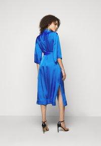 Diane von Furstenberg - BELTED SHIRT DRESS - Juhlamekko - tanzanite - 2