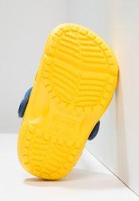Crocs - FUN LAB DESPICABLE ME 3 MINIONS - Pool slides - yellow - 4