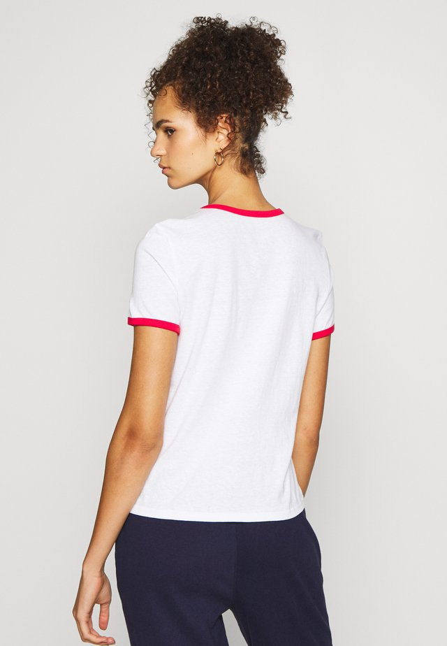 AMERICANA TEE - T-shirts med print - fresh white