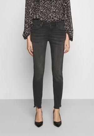 HALLE TRIANGLE CUT ON LEG - Jeans Skinny Fit - black