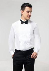 dobell - SLIM FIT - Formal shirt - white - 0