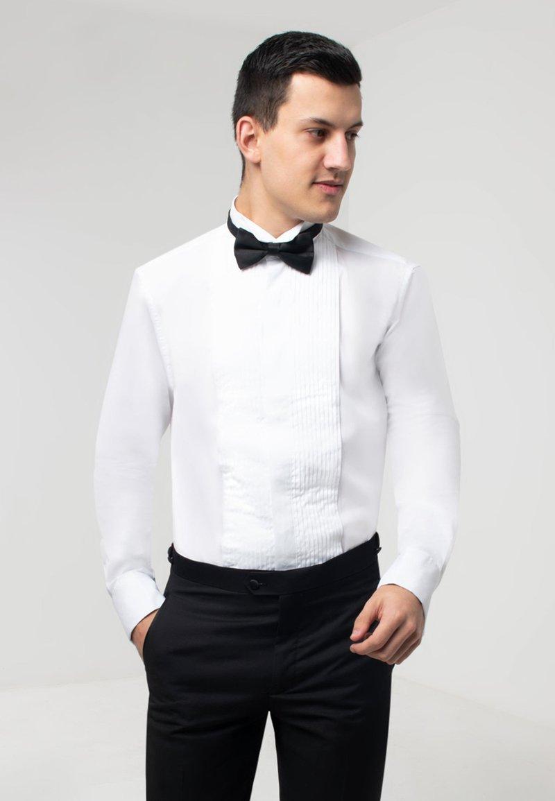 dobell - SLIM FIT - Formal shirt - white