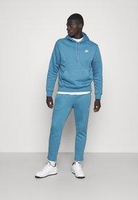 Nike Sportswear - CLUB HOODIE - Sweatshirt - dutch blue - 1
