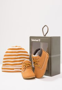 Timberland - Crib Bootie w/Hat - First shoes - wheat