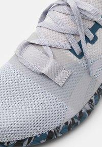Reebok - FLASHFILM TRAIN 2.0 UNISEX - Sports shoes - cold grey/core black/brave blue - 5