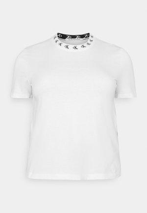 PLUS LOGO TRIM TEE - Print T-shirt - white