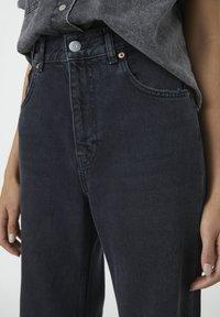 PULL&BEAR - MIT HOHEM BUND - Jeans a zampa - black - 3