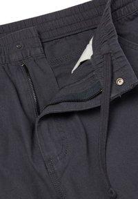 Vans - MN MUNICIPLE PANT - Trousers - asphalt - 2