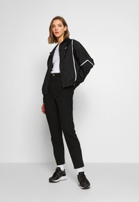 Nike Sportswear - PIPING - Leichte Jacke - black/white - 1