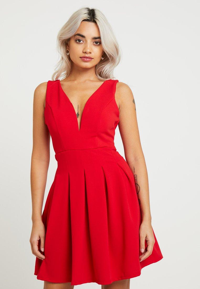 WAL G PETITE - EXCLUSIVE V-NECK MINI DRESS - Sukienka z dżerseju - red