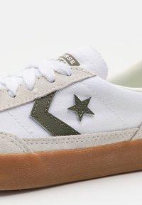 Converse - NET STAR CLASSIC UNISEX - Trainers - white/vaporous gray/dark moss - 5
