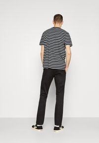 DOCKERS - ALPHA ORIGINAL - Chino - black core - 2
