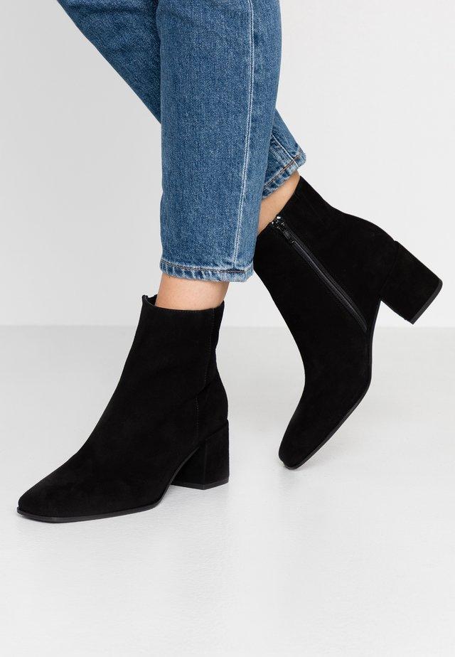 SORA - Classic ankle boots - schwarz