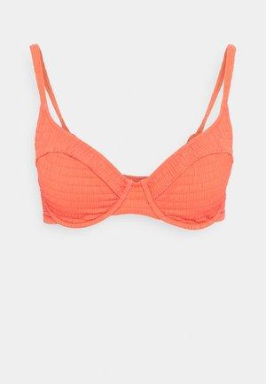SOLID CRUSH - Bikini top - fiery coral