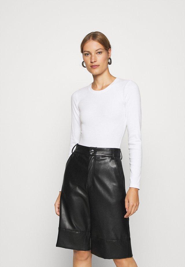 ESSENTIAL BODYSUIT - Bluzka z długim rękawem - white