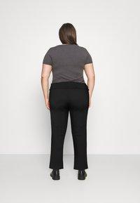 Vero Moda Curve - VMDITTE PANT - Kalhoty - black - 2