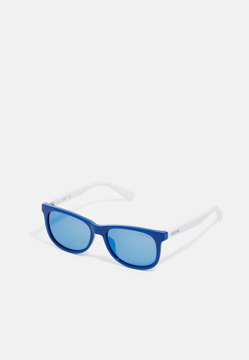 Guess - KIDS EYEWEAR UNISEX - Sluneční brýle - blue