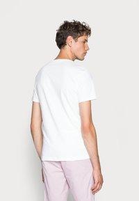 Calvin Klein Jeans - CORE INSTITUTIONAL LOGO TEE - Printtipaita - bright white - 2