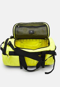 The North Face - BASE CAMP DUFFEL M UNISEX - Sports bag - light yellow - 4