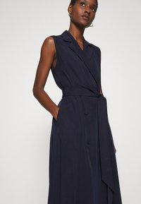 IVY & OAK - LAPEL COLLAR DRESS ANKLE LENGTH - Shift dress - navy blue - 3